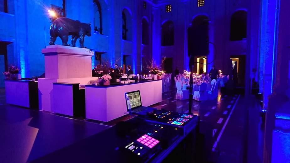 DJ Greg Oorange beim Soundcheck im Bärensaal