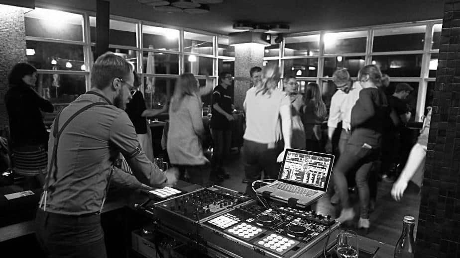 DJ Greg Oorange im Schoenbrunn Berlin