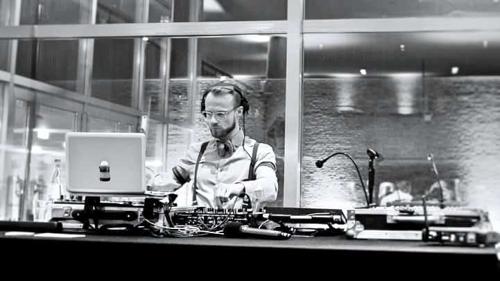 DJ Greg Oorange in der Auster