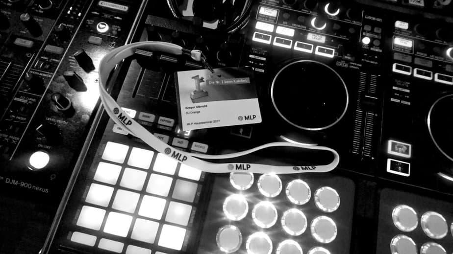 DJ Setup von Event DJ Berlin Greg Oorange . Kreative DJ Sets werden hier erstellt