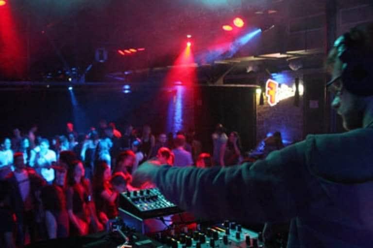DJ Greg Oorange im Fritzclub