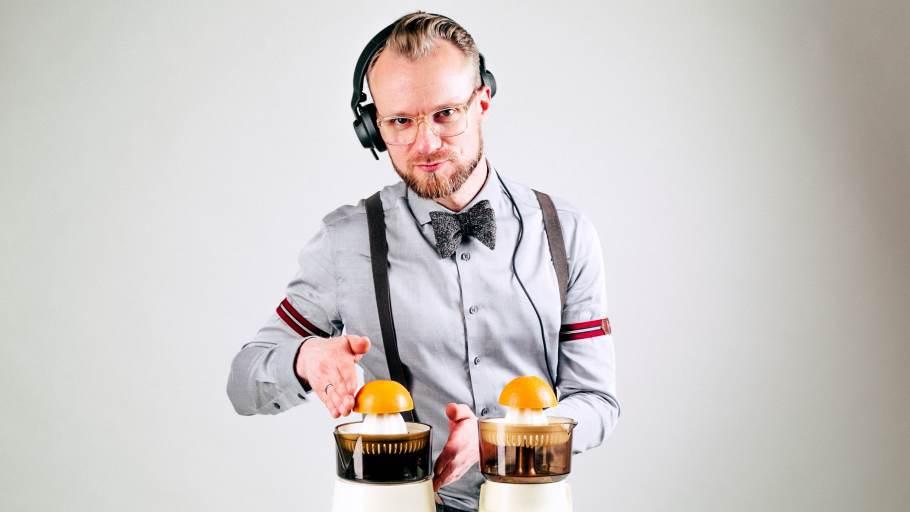DJ Greg Oorange mixt Orangen