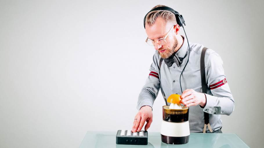 DJ Greg Oorange drückt Knöpfe
