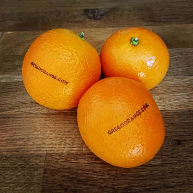 Orangen mit Stempelaufdruck